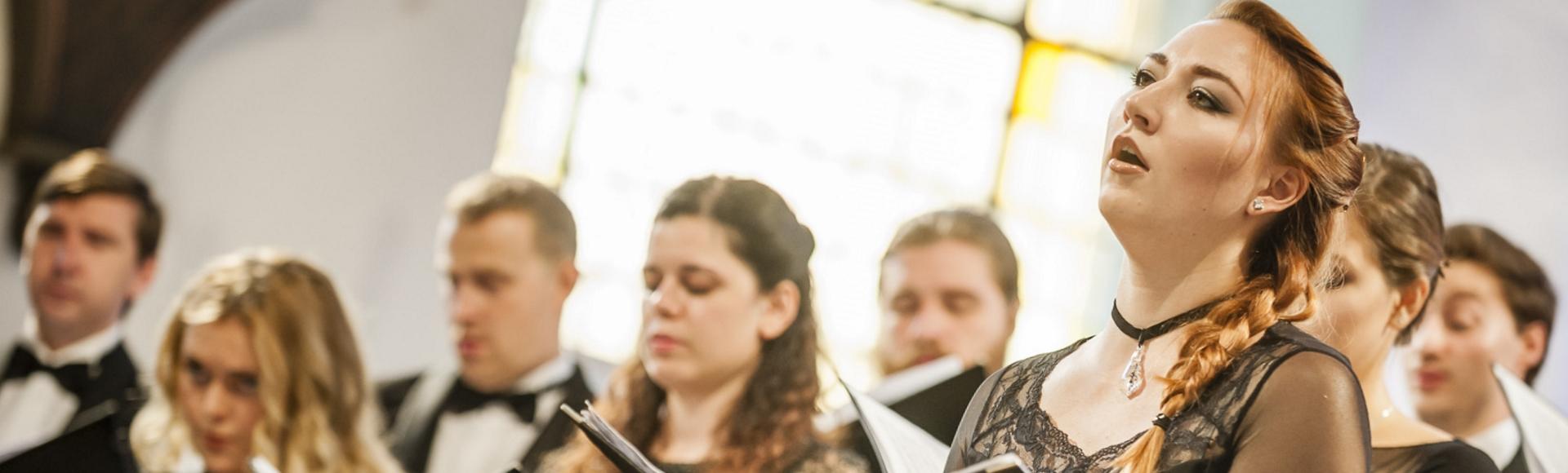 «гармоничное сочетание доставляющего глубокое наслаждение роскошного звучания и точного, богатого нюансировкой исполнения».Марайле Ханс, «Dresdner Neueste Nachrichten»
