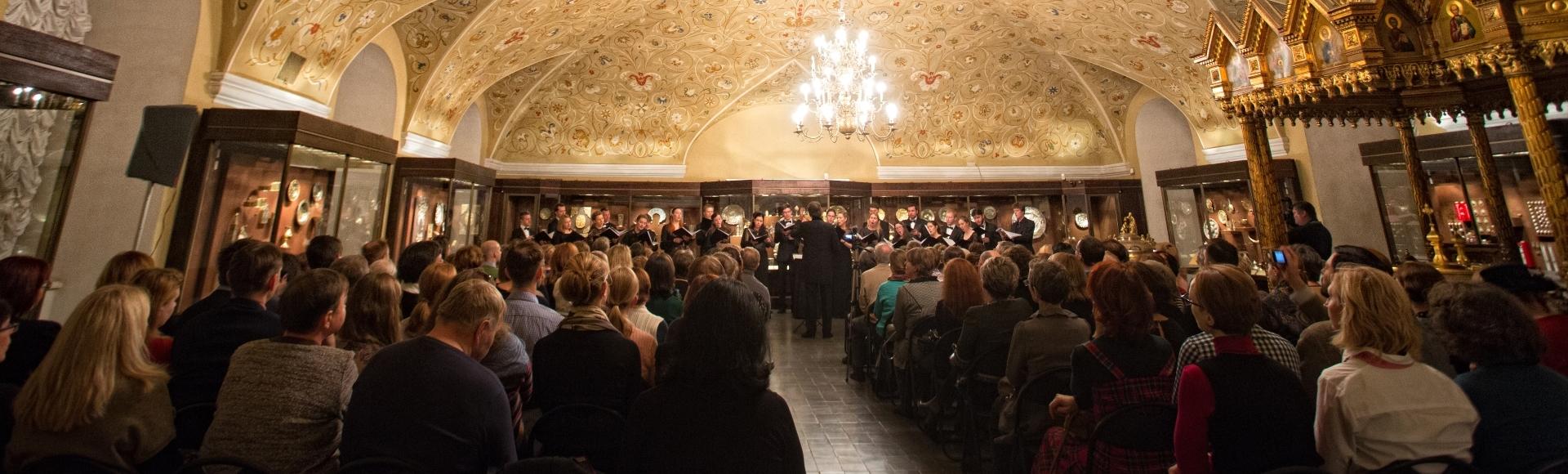 «В достойном наборе московских хоровых коллективов Intrada становится одним из лидеров, и неудивительно, что лучшие европейские дирижеры выбирают именно ее».Петр Поспелов, «Ведомости»